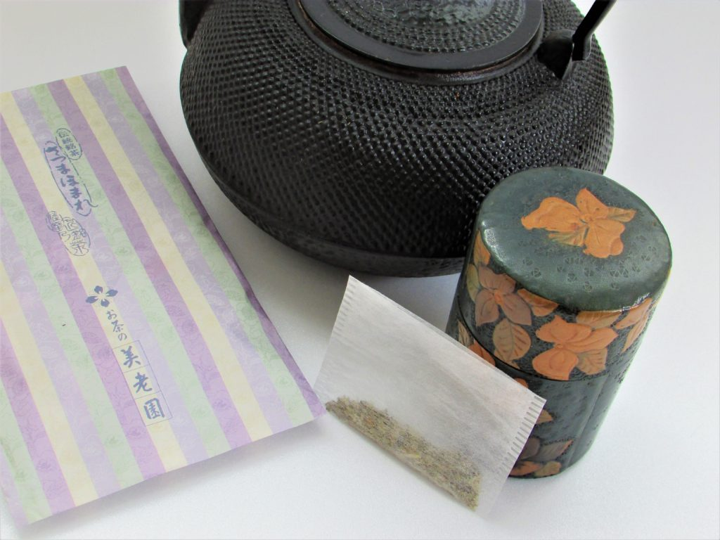 南部鉄器・鉄瓶(煎茶で煮込む)
