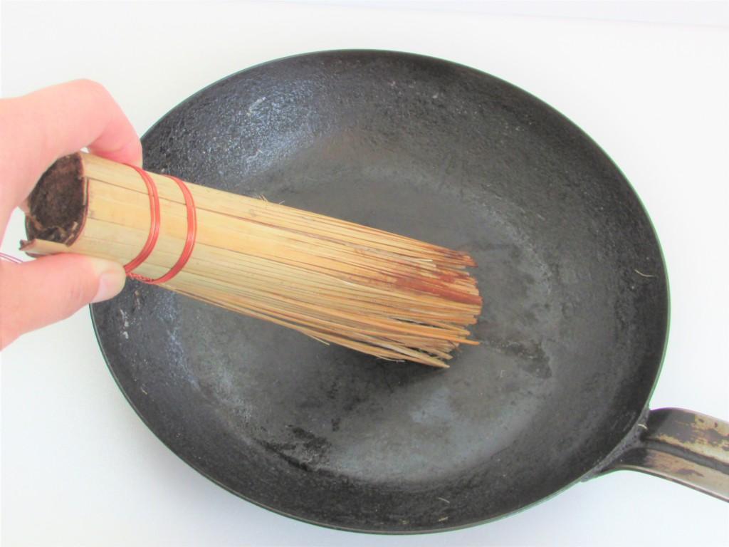 akao fe iron pan 24cm and a sasara